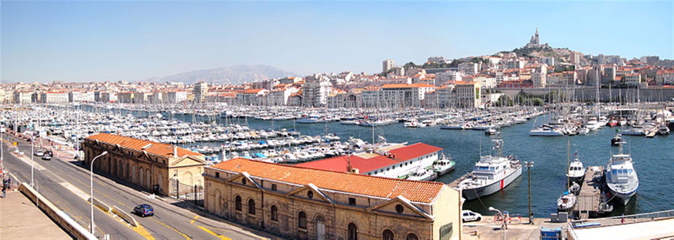 Marseille et son vieux port tourisme bouches du rhone vacances entre salon de provence et - Marseille salon de provence ...