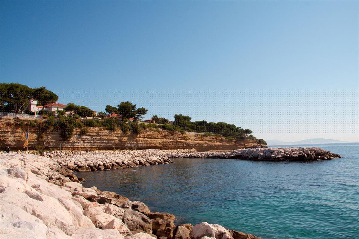 Les plages de la c te bleue pr s de marseille dans les for Resto carry le rouet