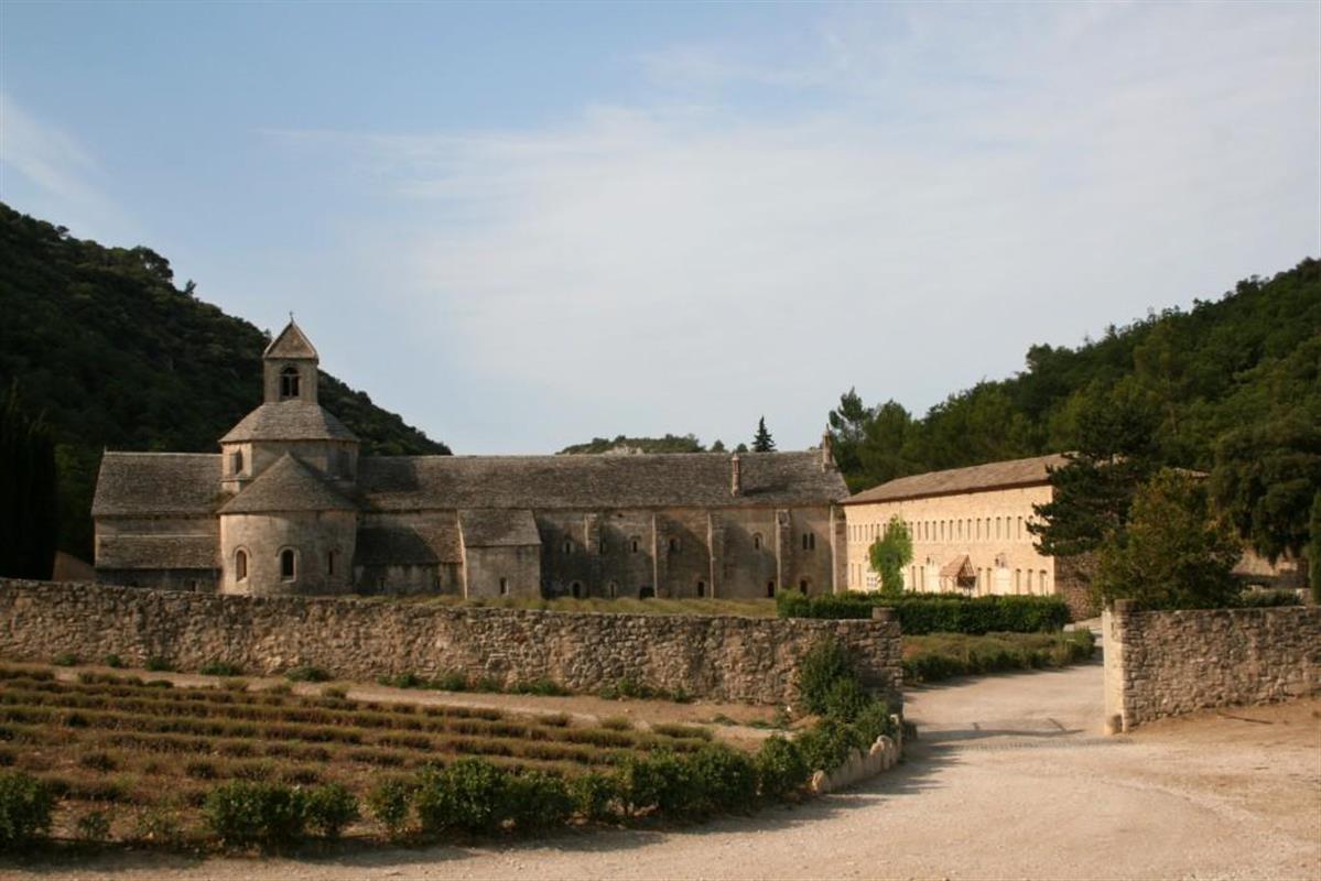 L 39 abbaye de s nanques gordes en provence tourisme - Distance entre marseille et salon de provence ...